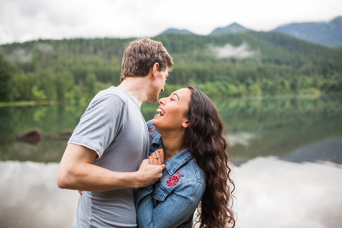 Rattlesnake-Lake-engagement-portraits (1)