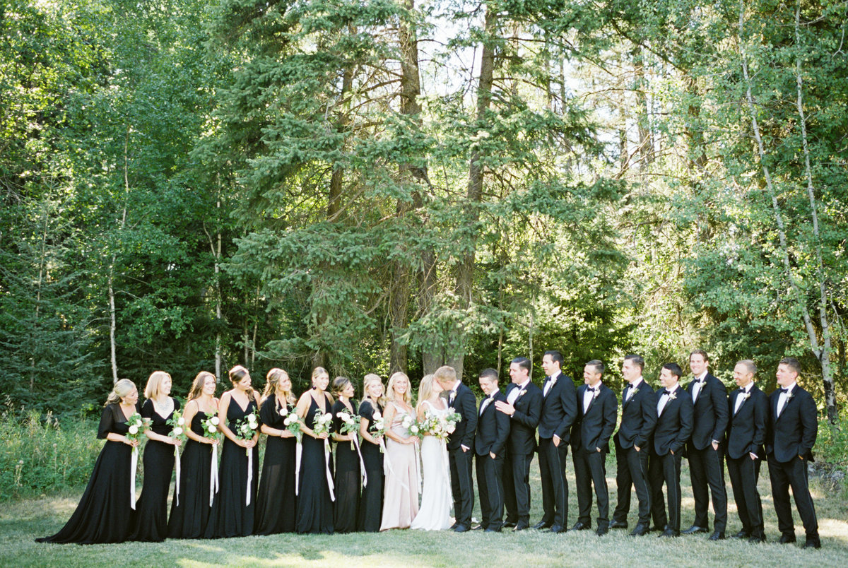 large-bridal-party-fun