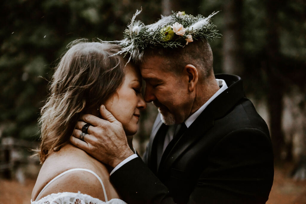 suttle-lake-sisters-oregon-lodge-woods-vow-renewal-photographer-wedding-elopement-3173