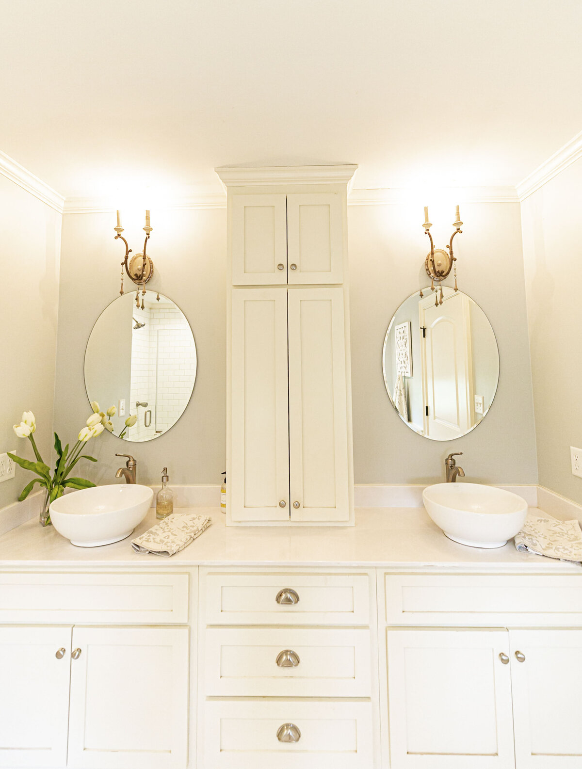 white-bright-airy-master-bath-renovation-moda-designs12