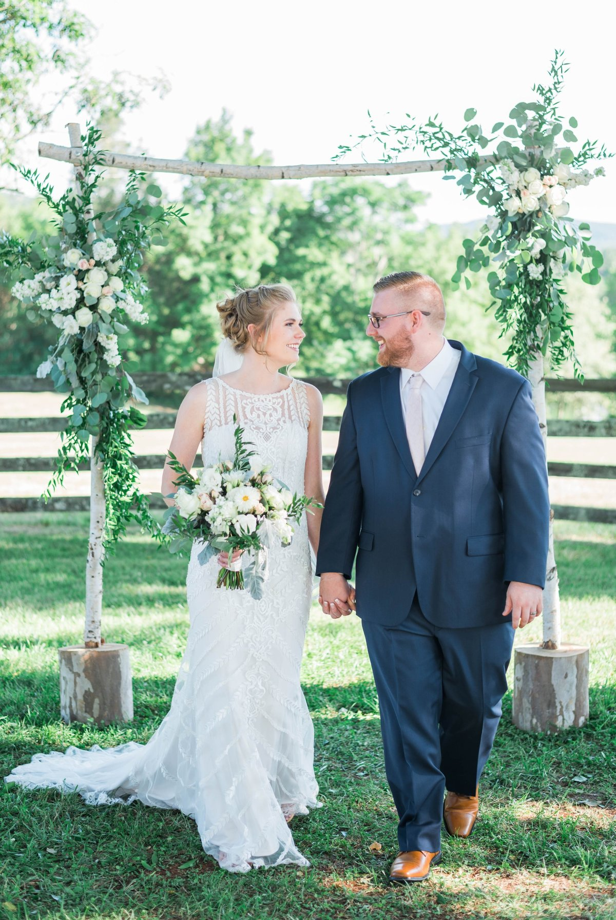SorellaFarms_VirginiaWeddingPhotographer_BarnWedding_Lynchburgweddingphotographer_DanielleTyler+10(2)