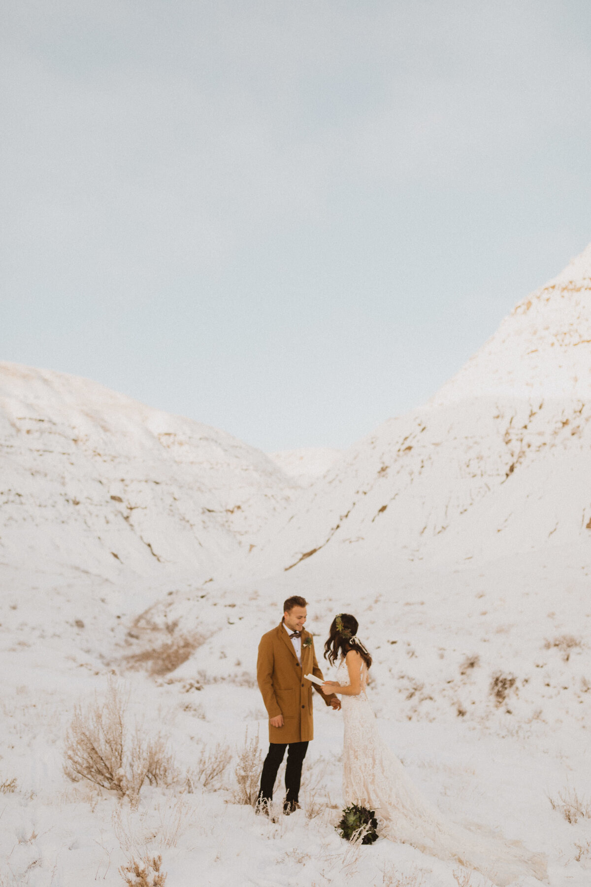 liv_hettinga_photography_drumheller_winter_elopement-12