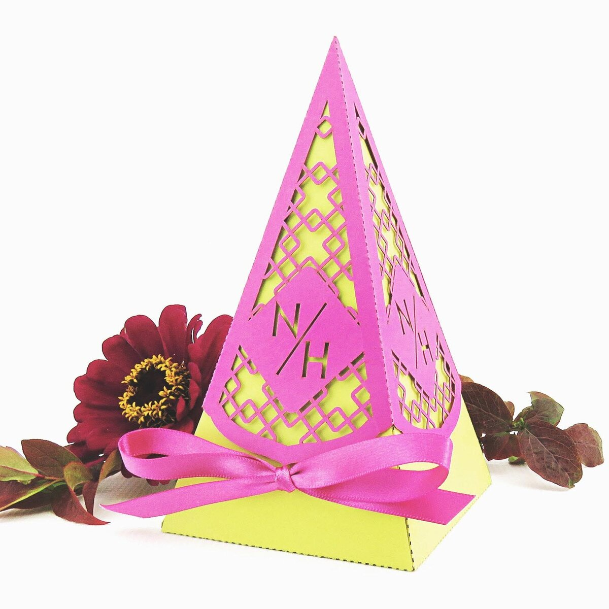 Colourful_Wedding_Pyramid_Favour_2