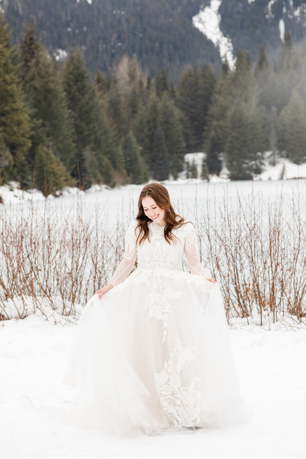 Winter Bridal Session at Gold Creek Pond Trail_0004