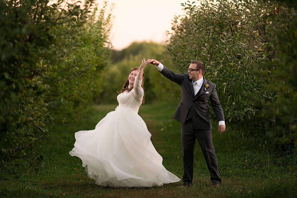 Weston-Red-Barn-Farm-Wedding-Sunset-Photos-KC-Wedding-Photographer-Emily-Lynn-Photography_0065