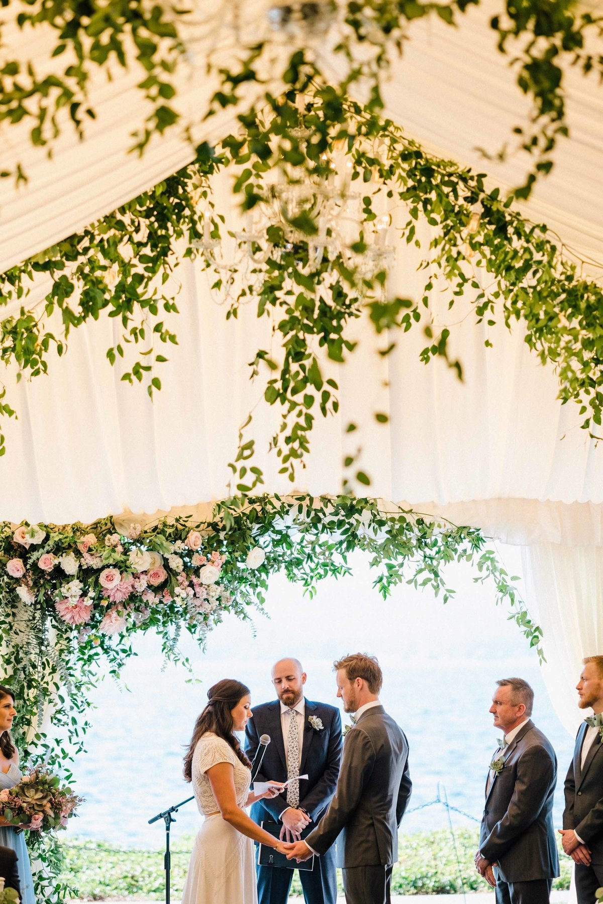 42greenery-summer-tent-wedding-flora-nova-design