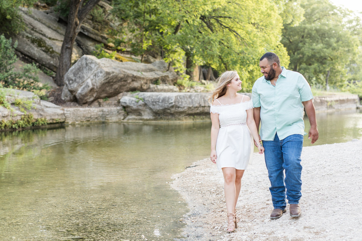 New-Braunfels-Engagement-Photos-1-2