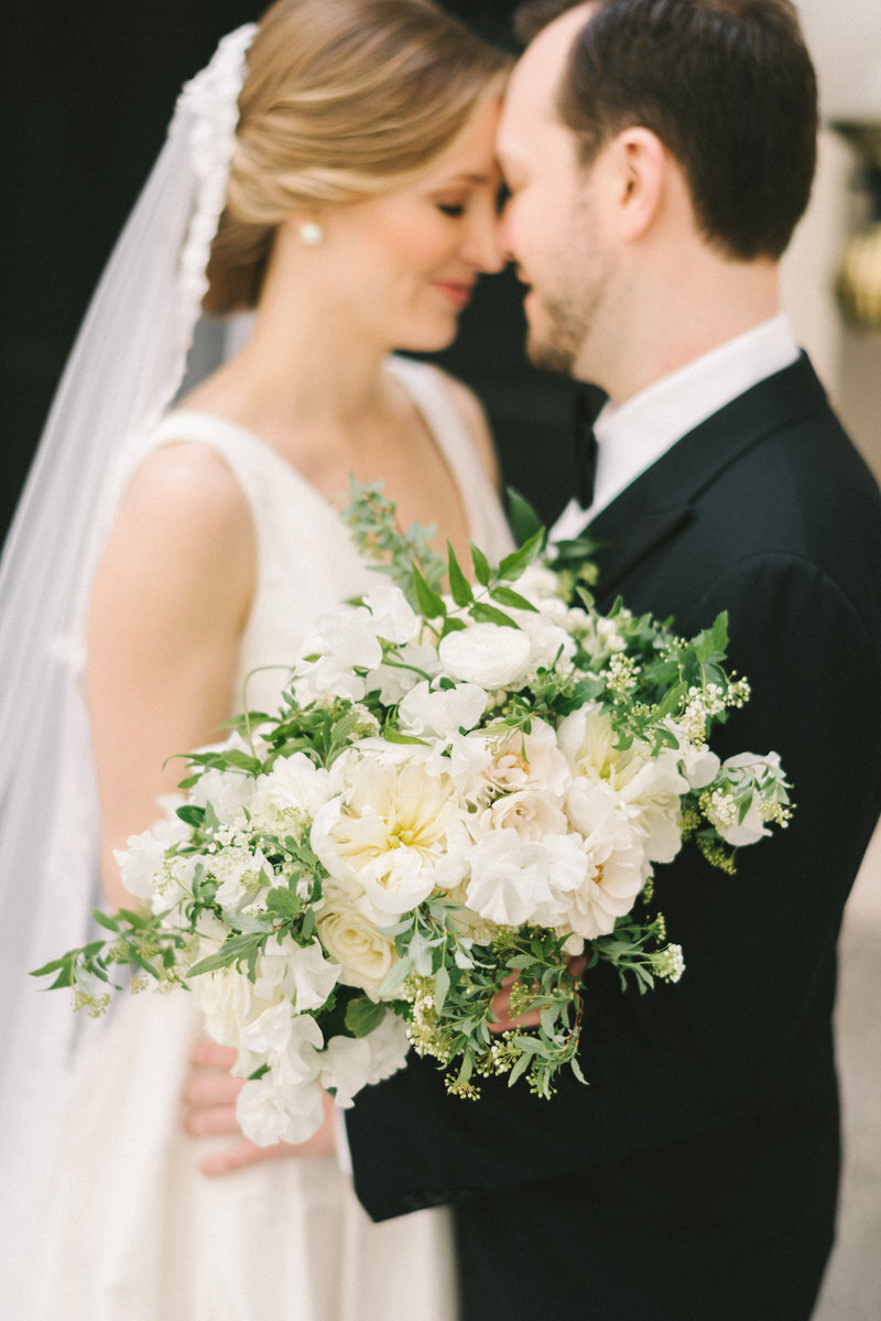 romantic-bride-groom-floral-bloom-bouquet-liz-fogarty