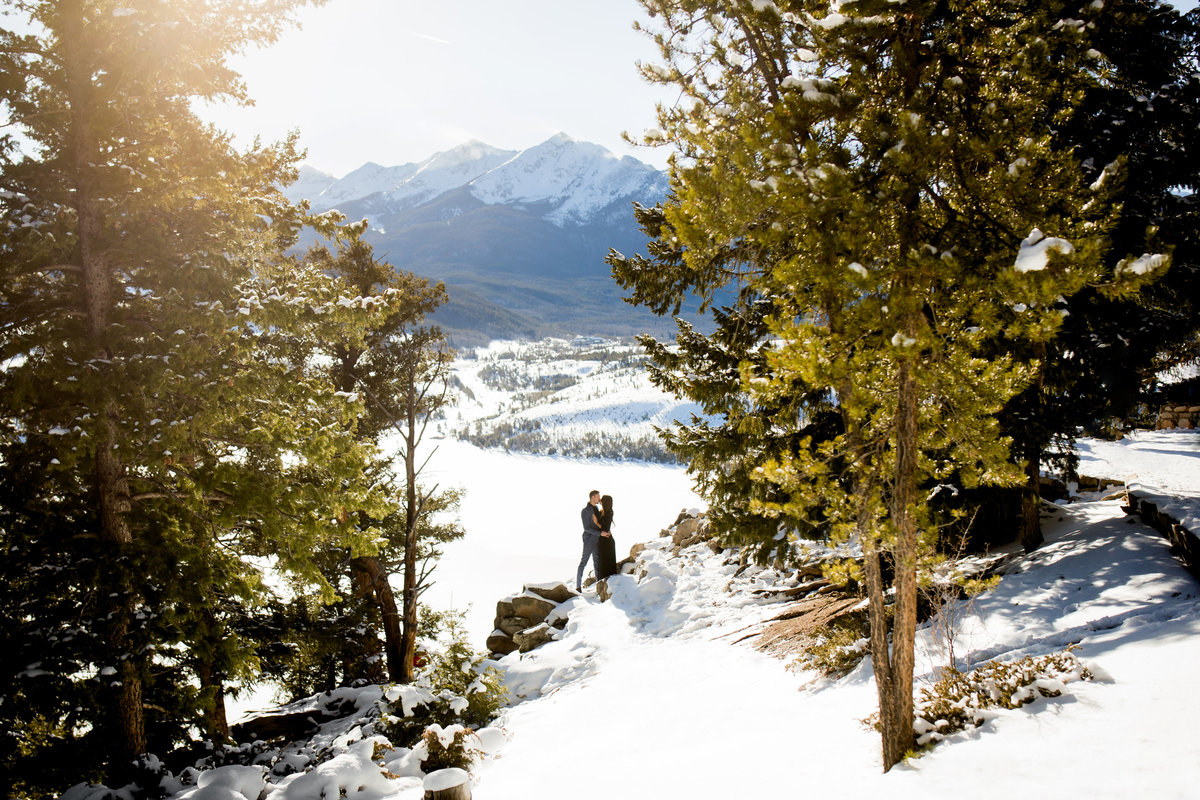 sapphire-point-breckenridge-engagement-pictures