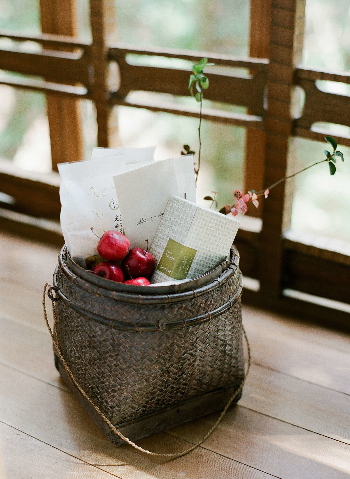 5-KTMerry-weddings-japanese-welcome-basket
