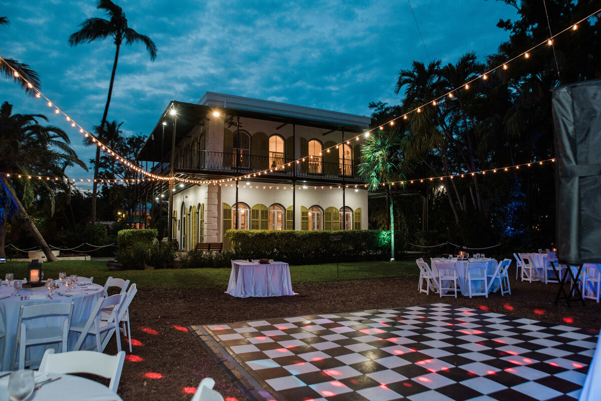 Nightime wedding hemmingway house
