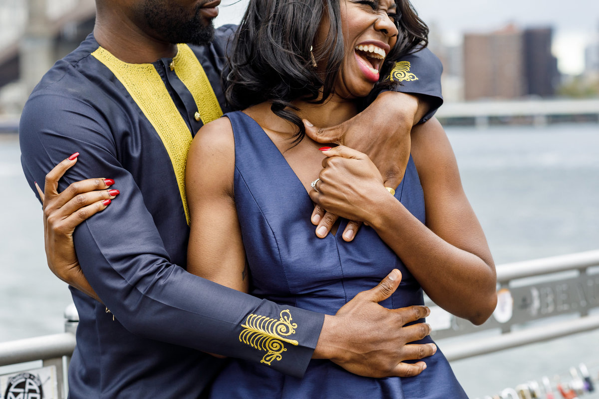 Brooklyn_Bridge_New_York_Engagement_Session_Amy_Anaiz_001