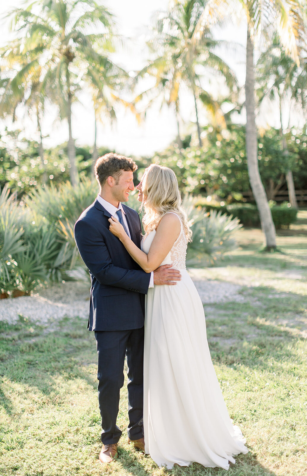 alex-mike-bowditch-beach-fort-myers-wedding-photos-1039