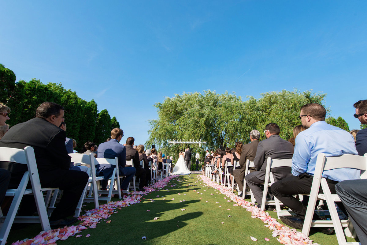 photo of outdoor wedding ceremony at Willow Creek Golf and Country Club