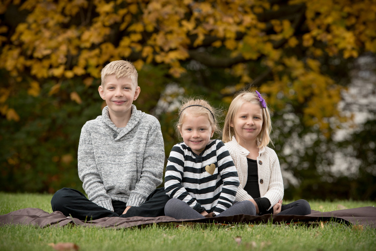 children-autumn-fall-color-Family-Portrait-Batavia-Illinois