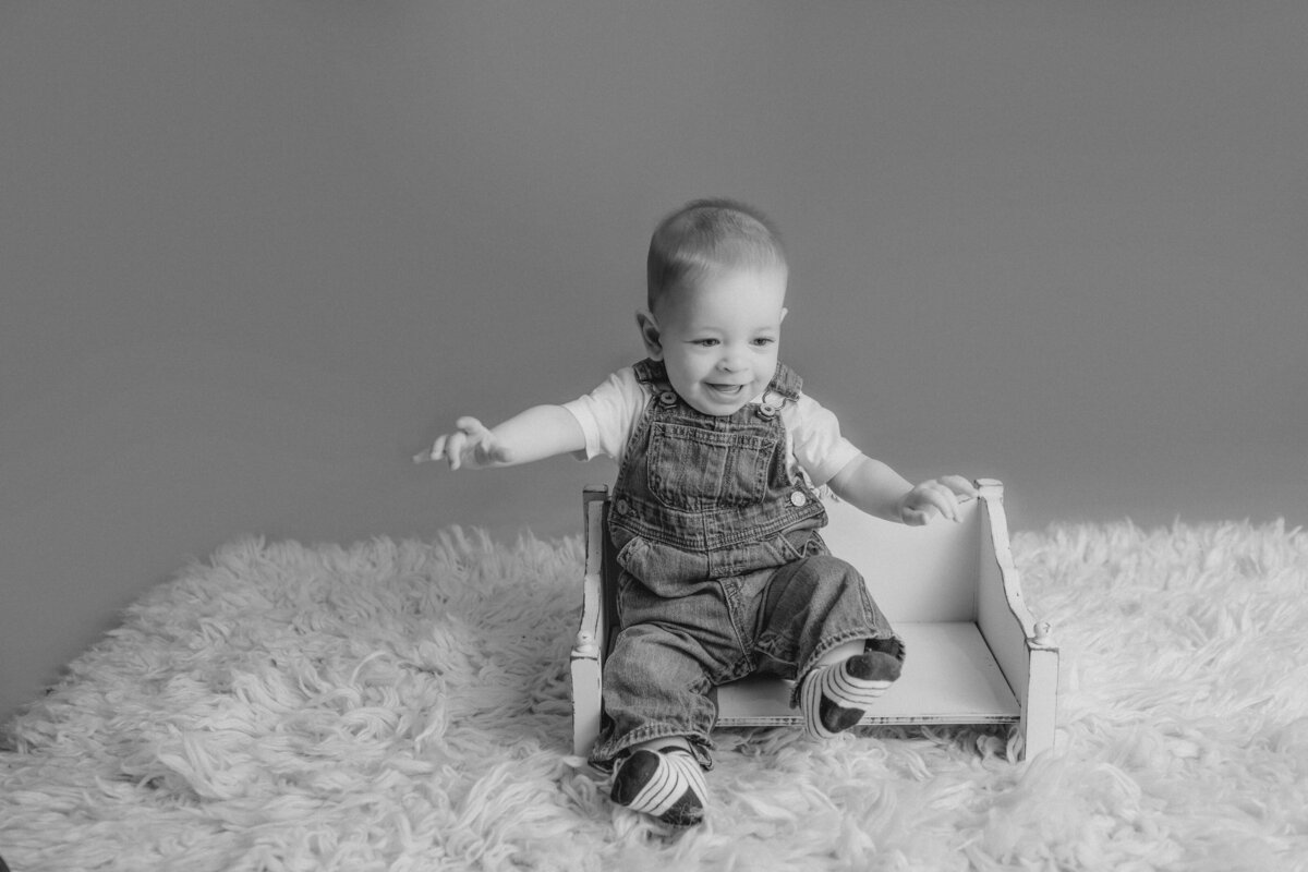 baby-boy-milestone-baby-photo-session-carp-grey-loft-studio-ottawa-4