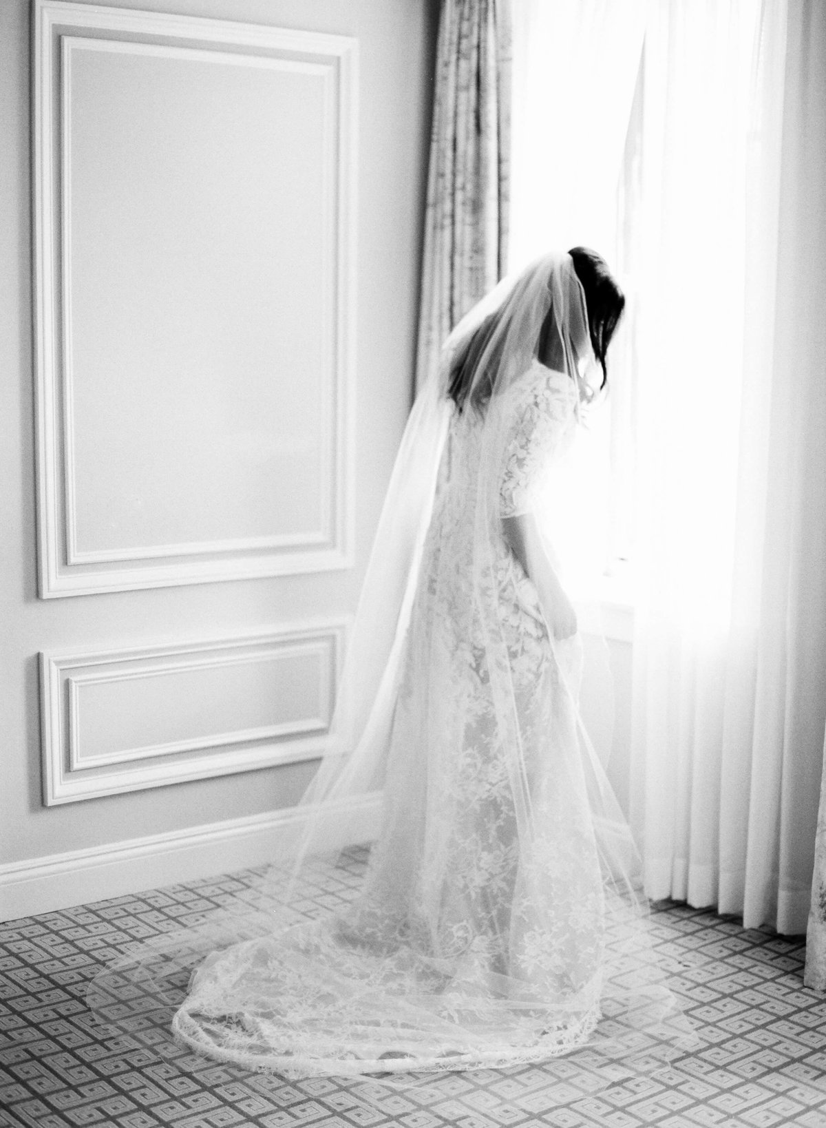 16-KTMerry-weddings-NaeemKhan-wedding-gown