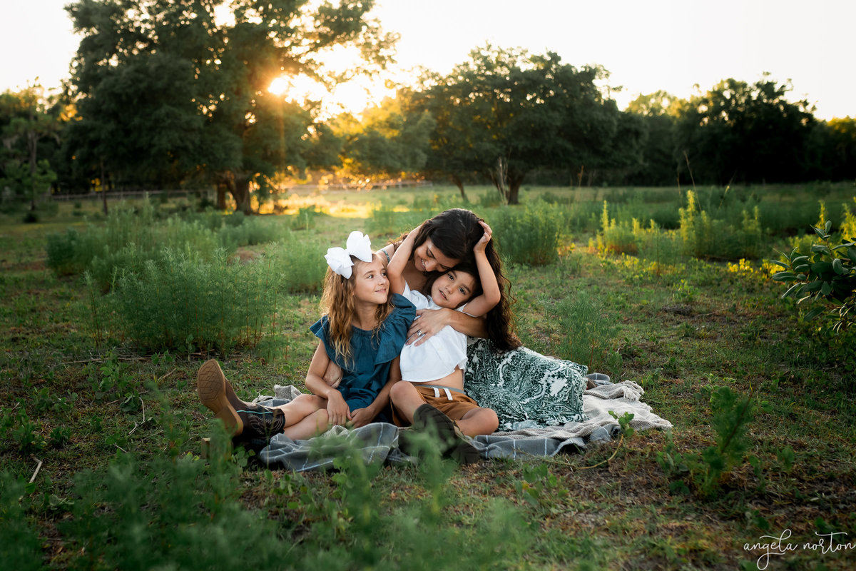 mom-with-kids-golden-hour-angela-norton-photography