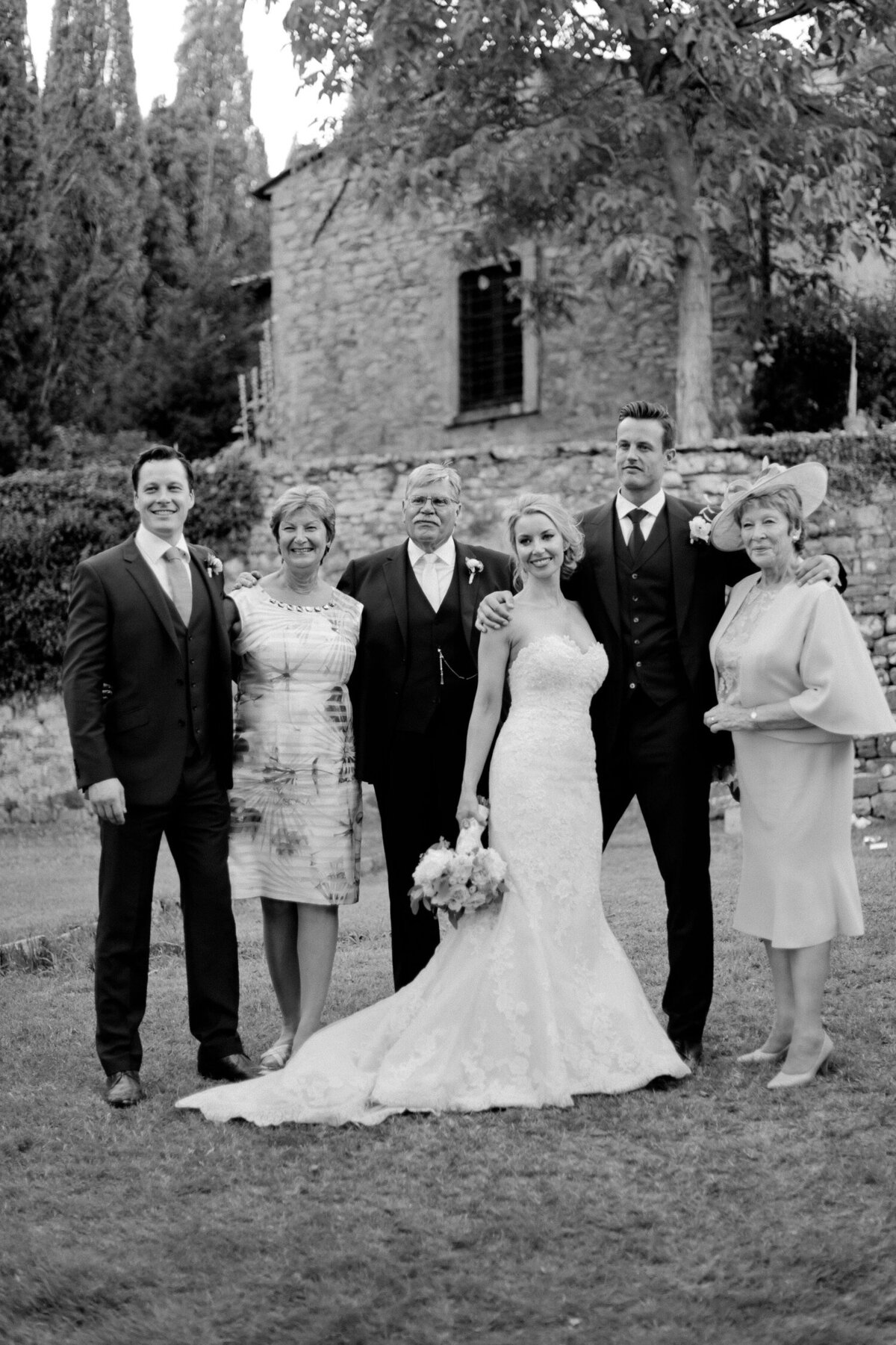 119_Tuscany_Luxury_Wedding_Photographer (134 von 215)_So thankful to be a luxury destination wedding photographer in Tuscany! Claire and James invited their beloved family & friends from London to their luxury wedding in Tuscany.
