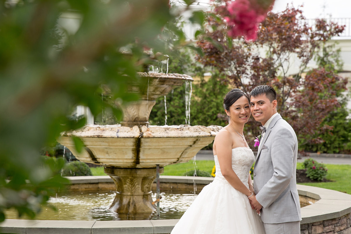 Bride and groom photos at Bridgeview Yacht Club