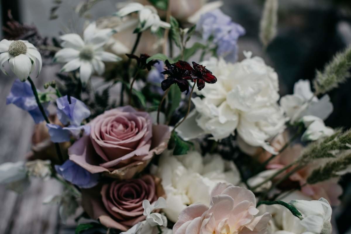 mauve-wedding-flowers-by-the-day's-design