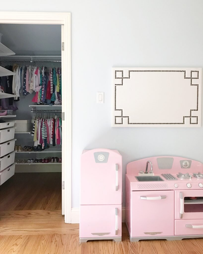 organized-shared-girls-bedroom-819x1024