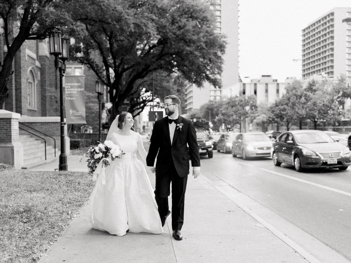 Courtney Hanson Photography - Festive Holiday Wedding in Dallas at Hickory Street Annex-0196