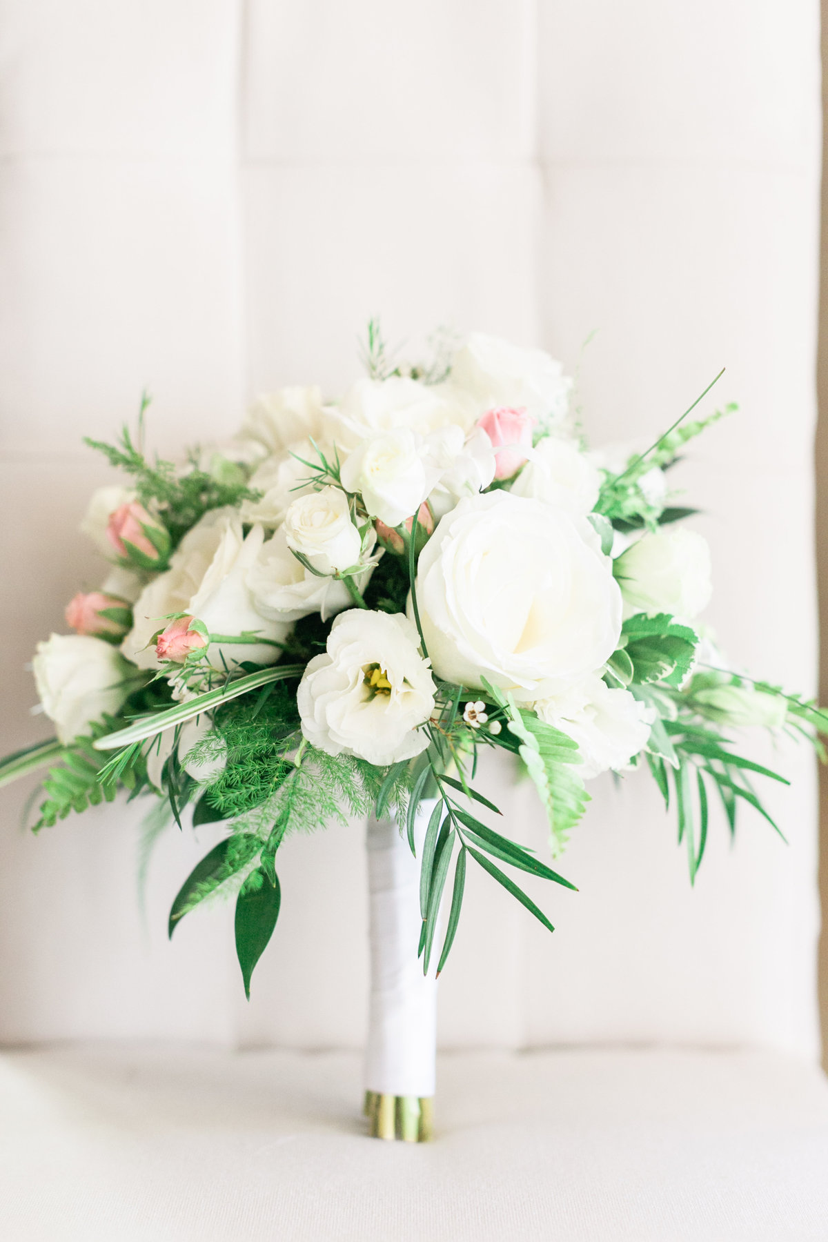 Simple flower scheme, green and white bridal bouquet