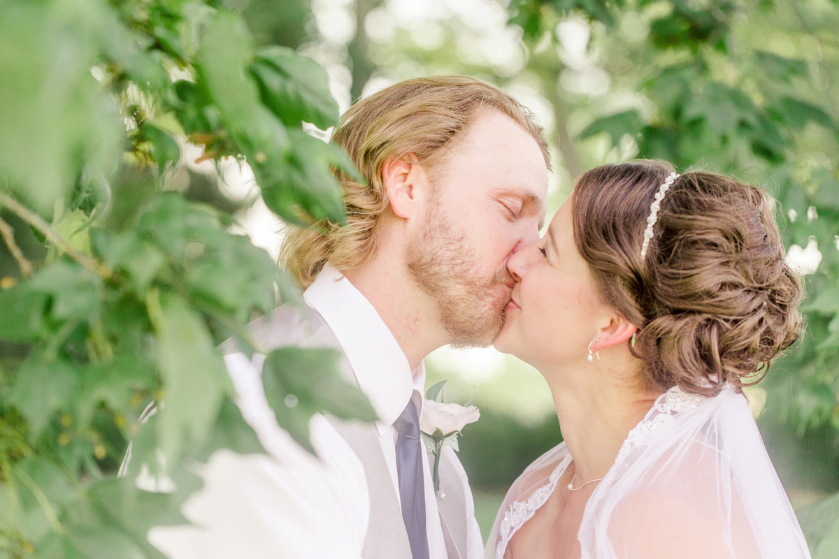 Secret-Garden-Weber-Estate-Wedding-Photographer-2