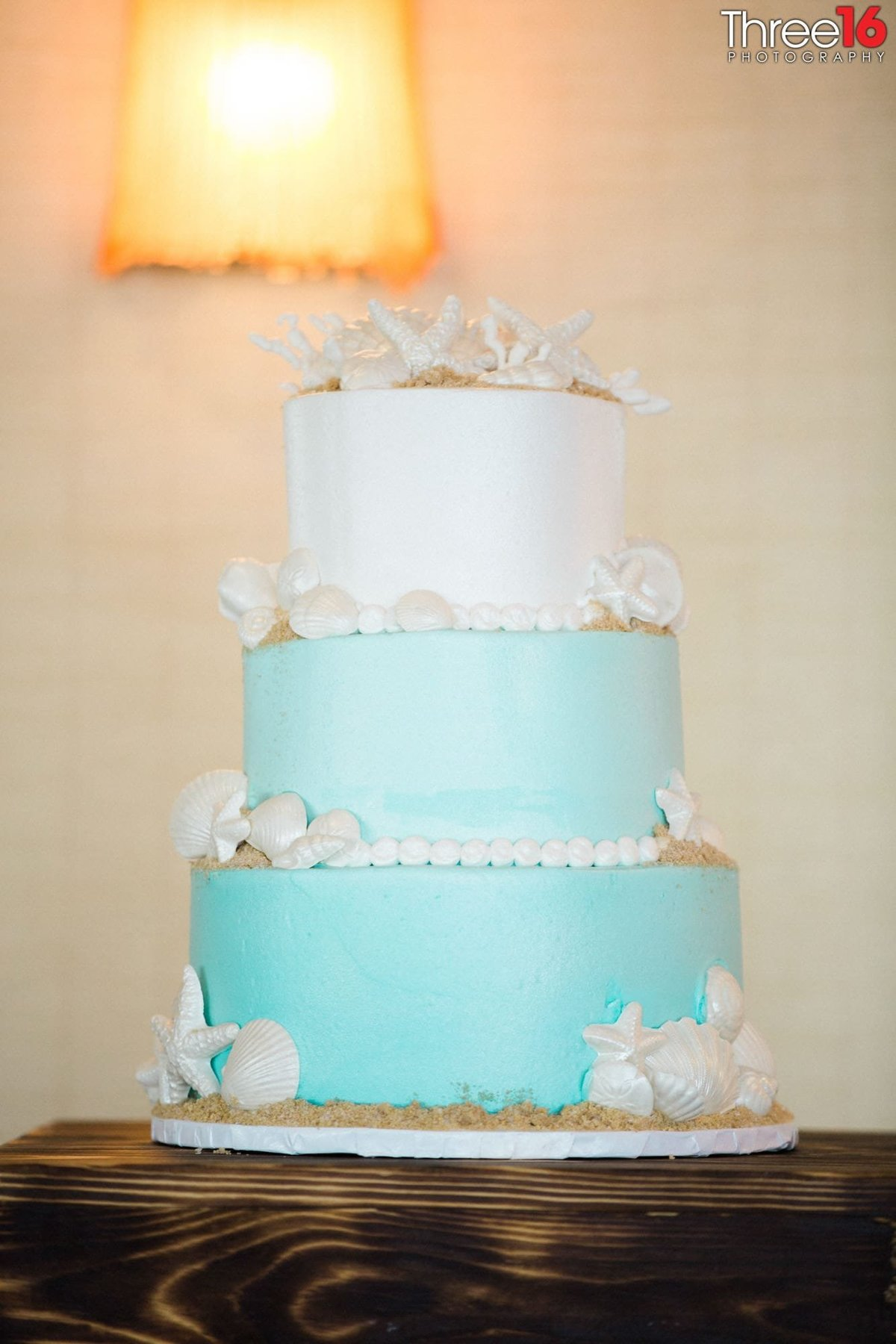 Lovely 3-tiered wedding cake