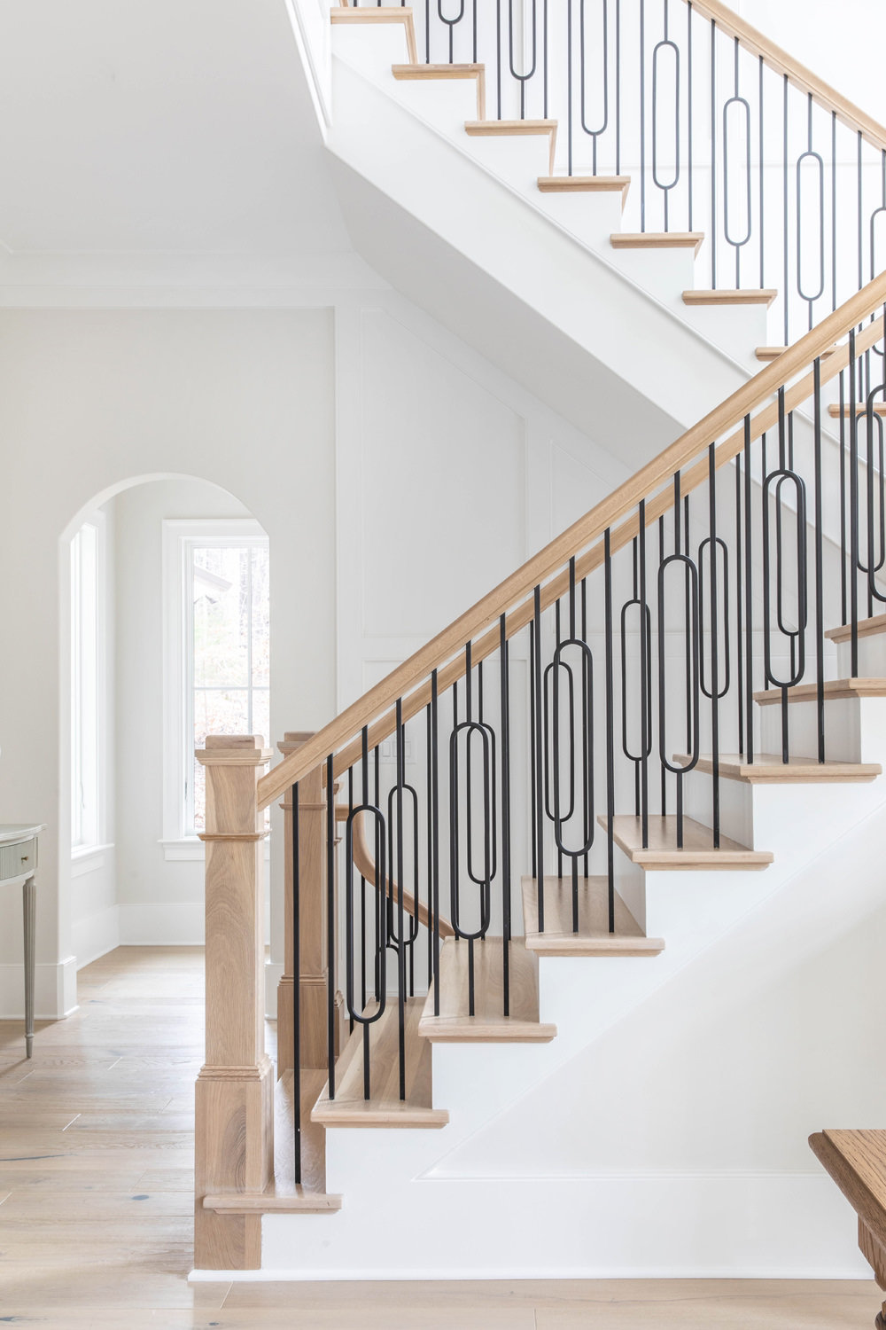 1_White-Oak-Stairs-with-Metal-Railing-Detail-1