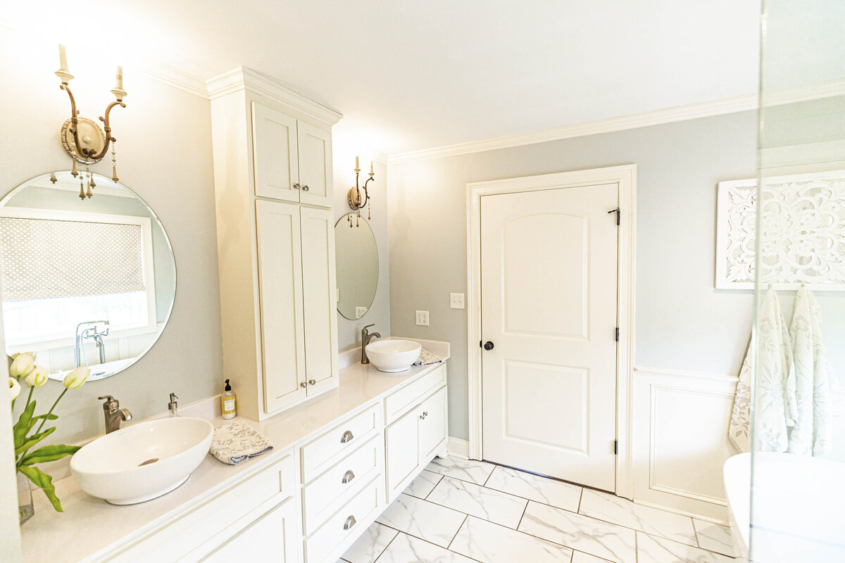 white-bright-airy-master-bath-renovation-moda-designs21