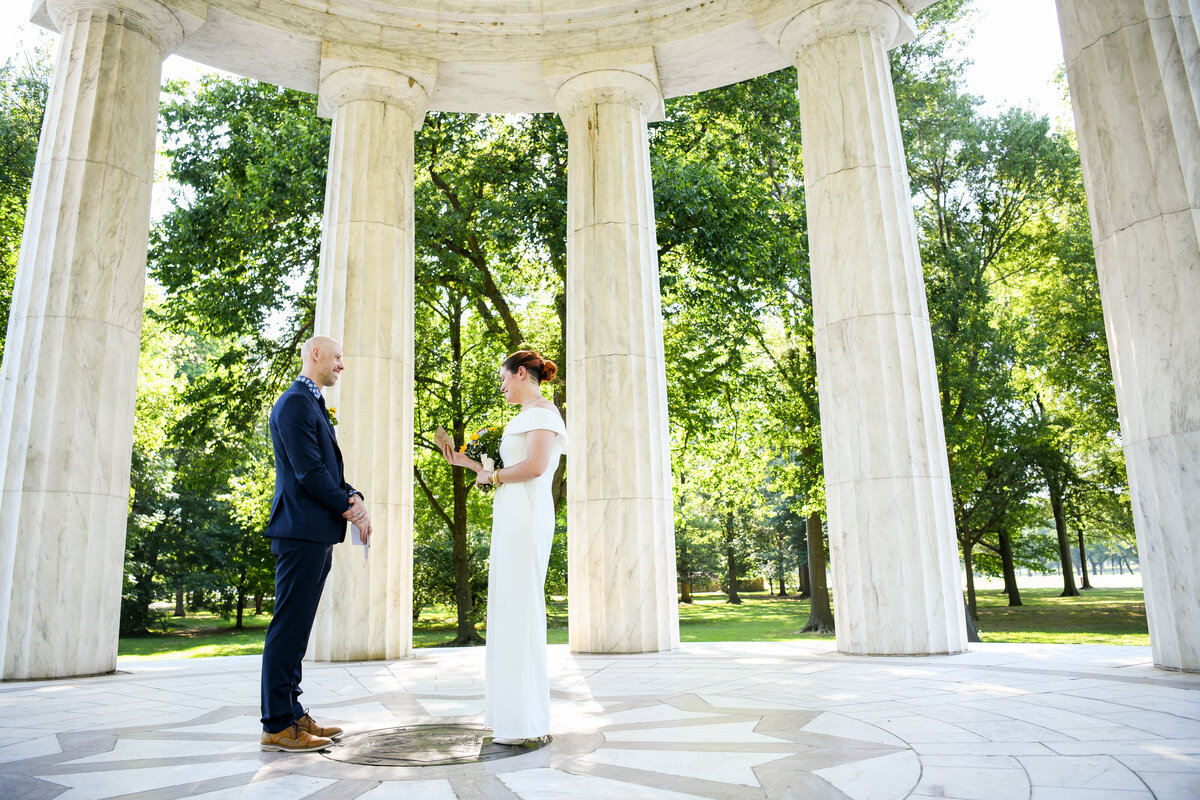 micro-wedding-washington-dc-dc-war-memorial-2