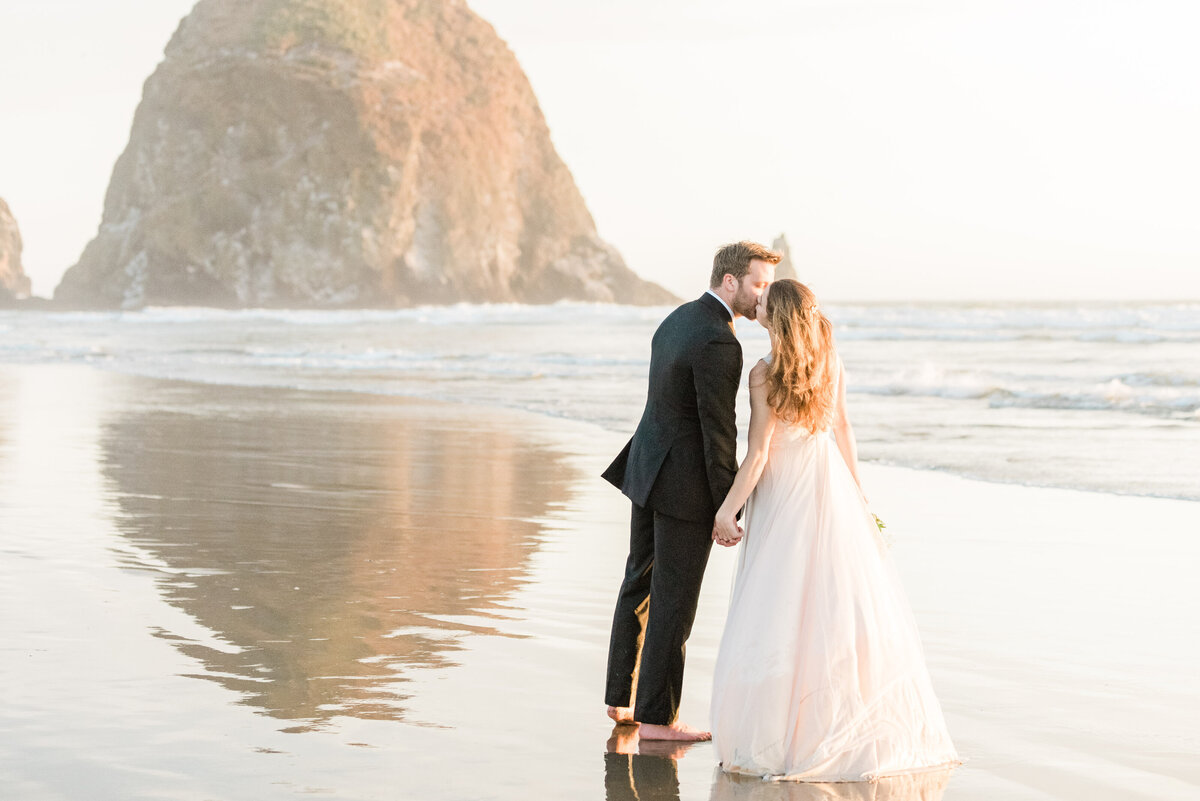 Cannon-Beach-Elopement-Photographer-62