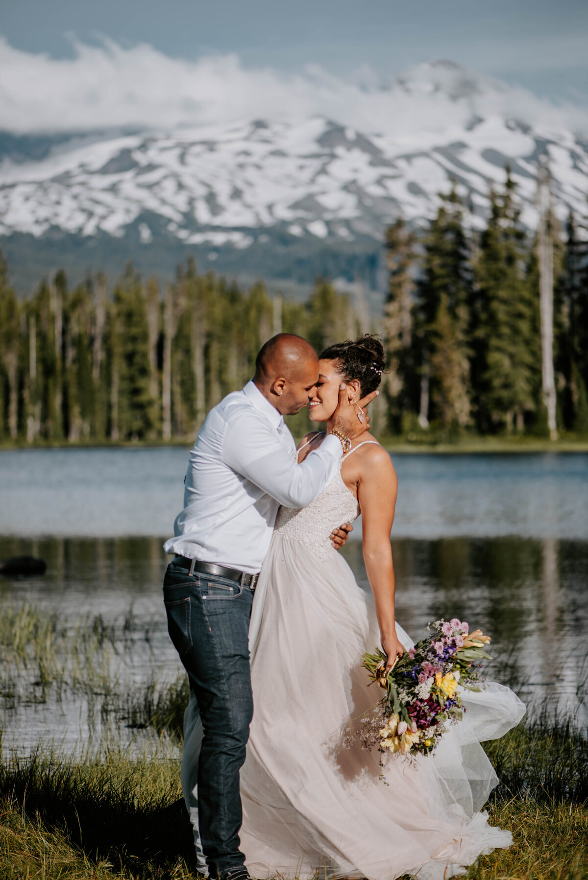 sisters-bend-oregon-summer-wedding-elopement-photographer-dress-scenic-byway-wedding-deewright-observatory-5522