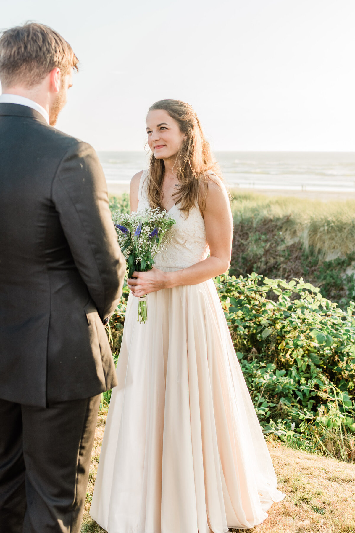 Cannon-Beach-Elopement-Photographer-15