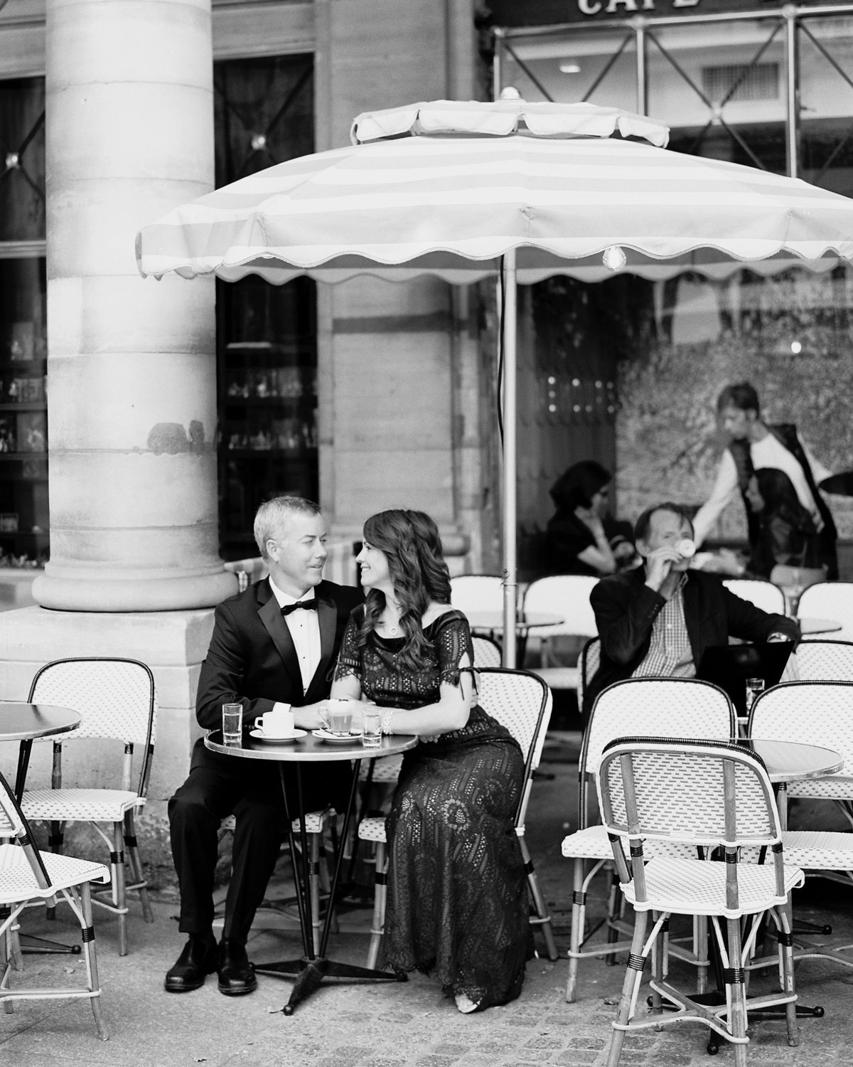 Anniversary celebration photography in Paris 87