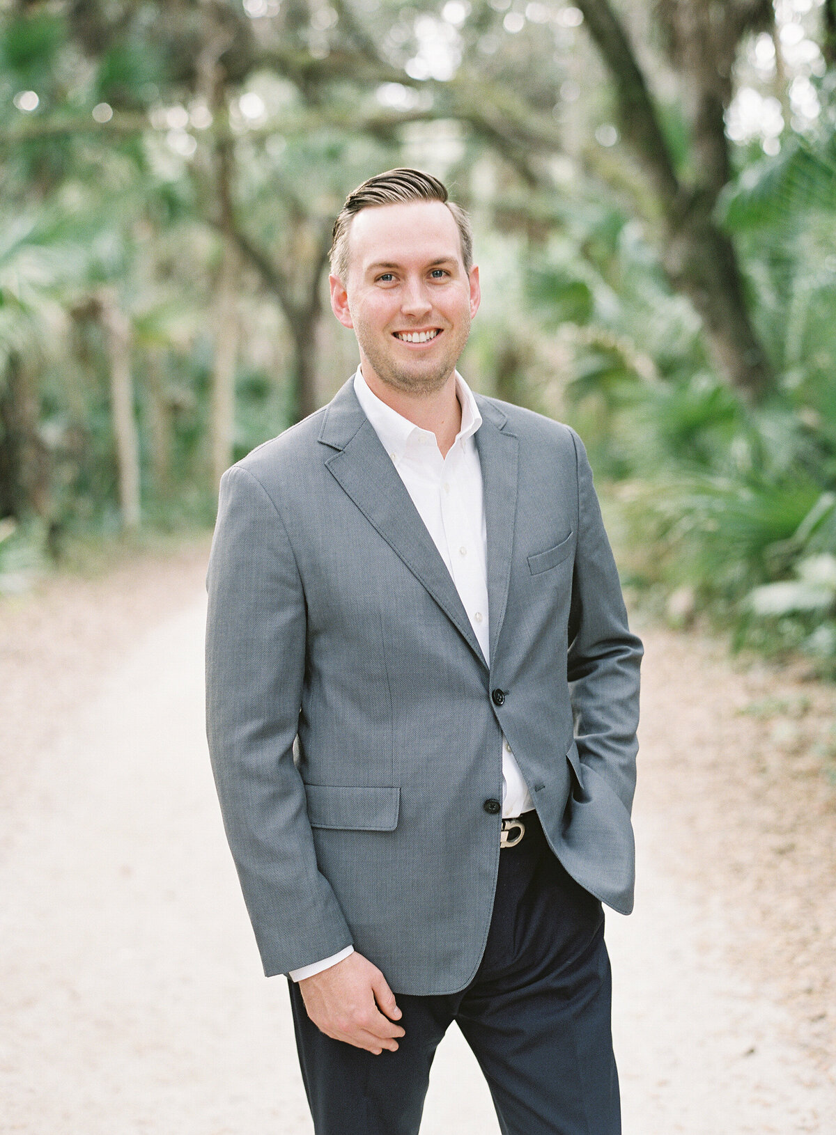 Napl-Florida-Engagement-film-photogrpaher-koreshan-state-park-4