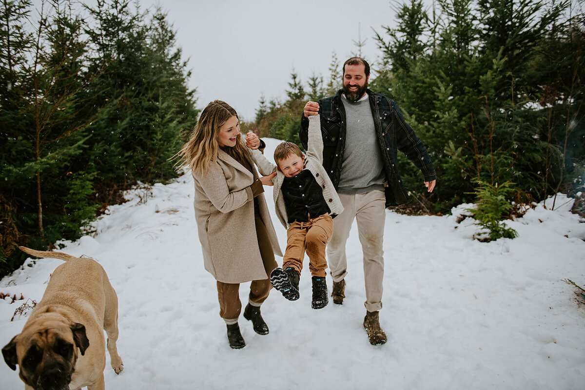Family  happily playing in the snow during their Sunshine Coast B.C Family session.