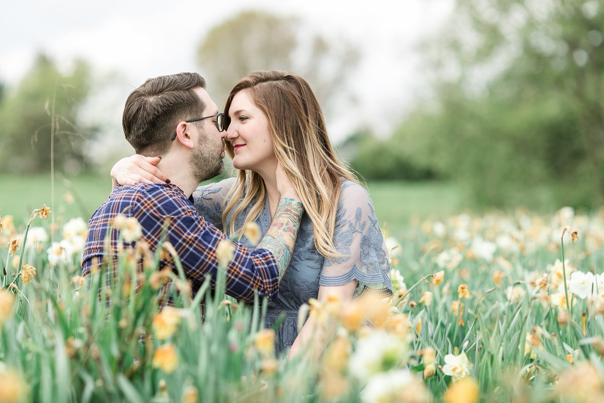 couple-field-flowers-kissing