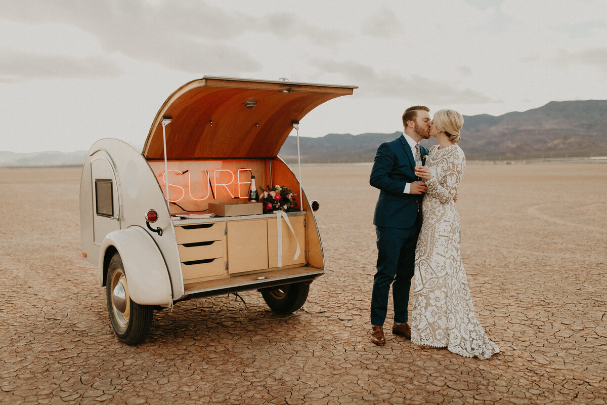 Las-Vegas-Elopement-Dry-Lake-Bed-400