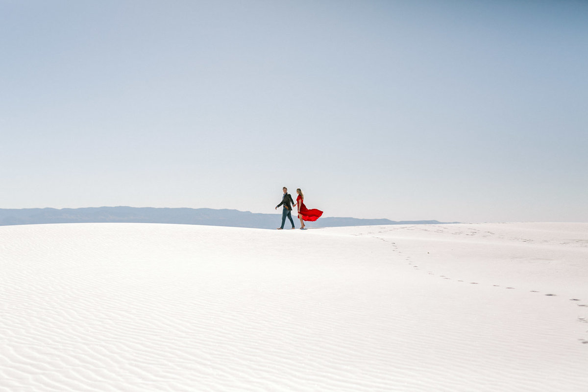 whitesands-new-mexico-engagement-pictures-destination-wedding-photographer-emilynicolephoto.com-4