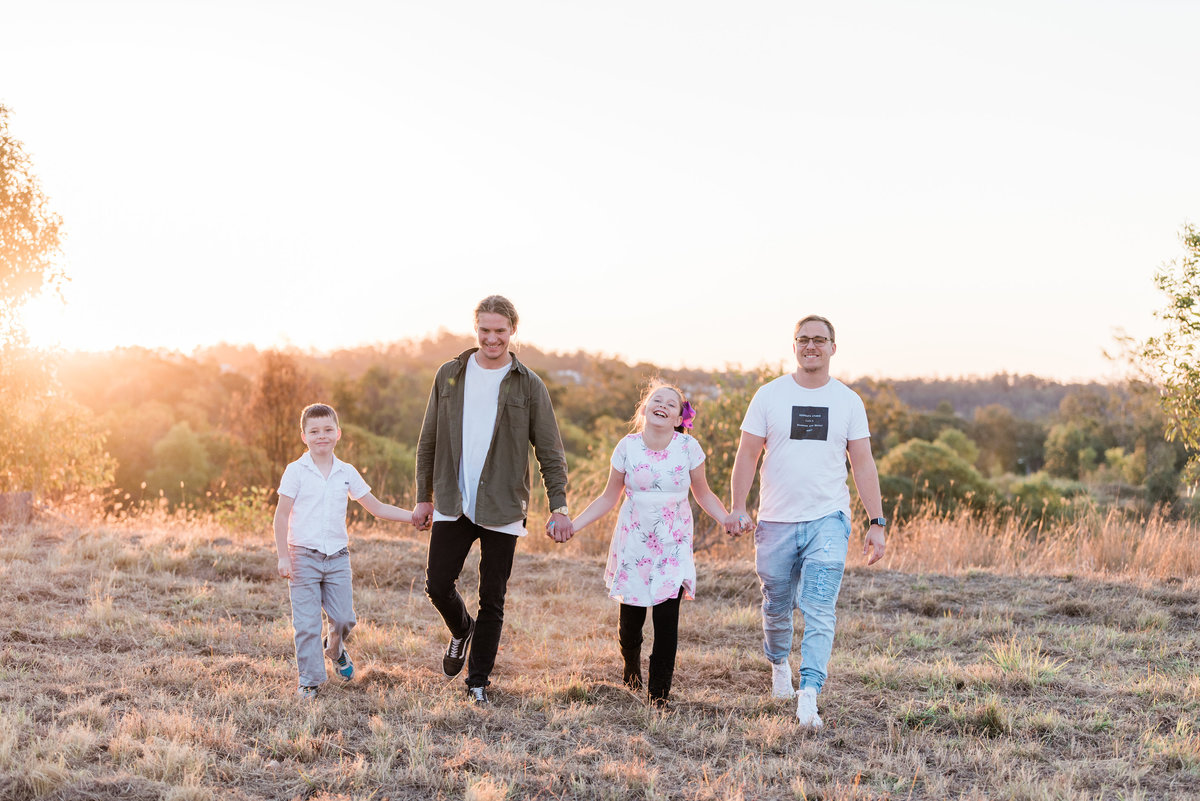 relaxed-family-portraits-sunset-grassy-field-sprinfield-brisbane-lead-images (6 of 12)