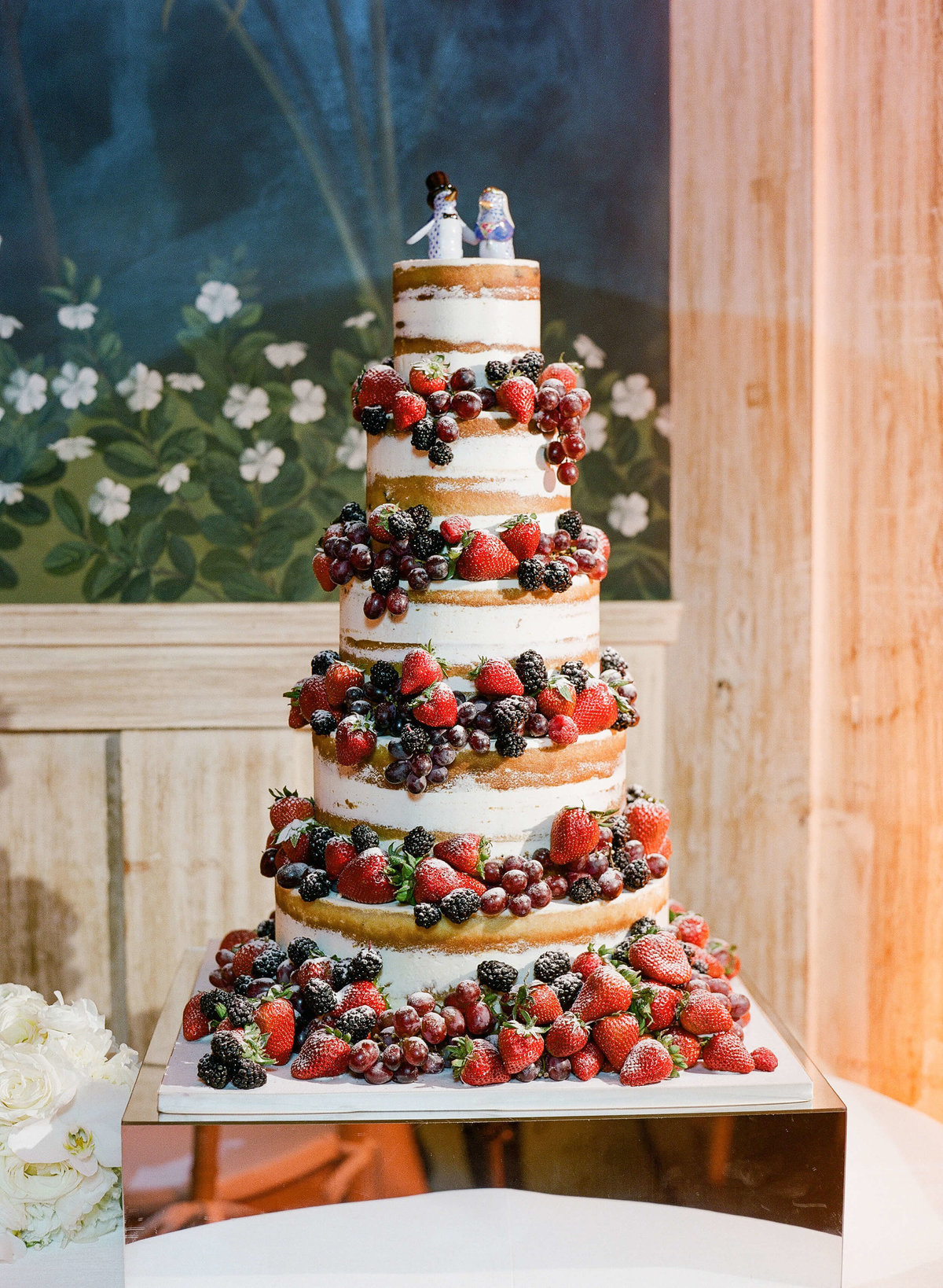 63-KTMerry-wedding-photography-cake-berries-earth-sugar
