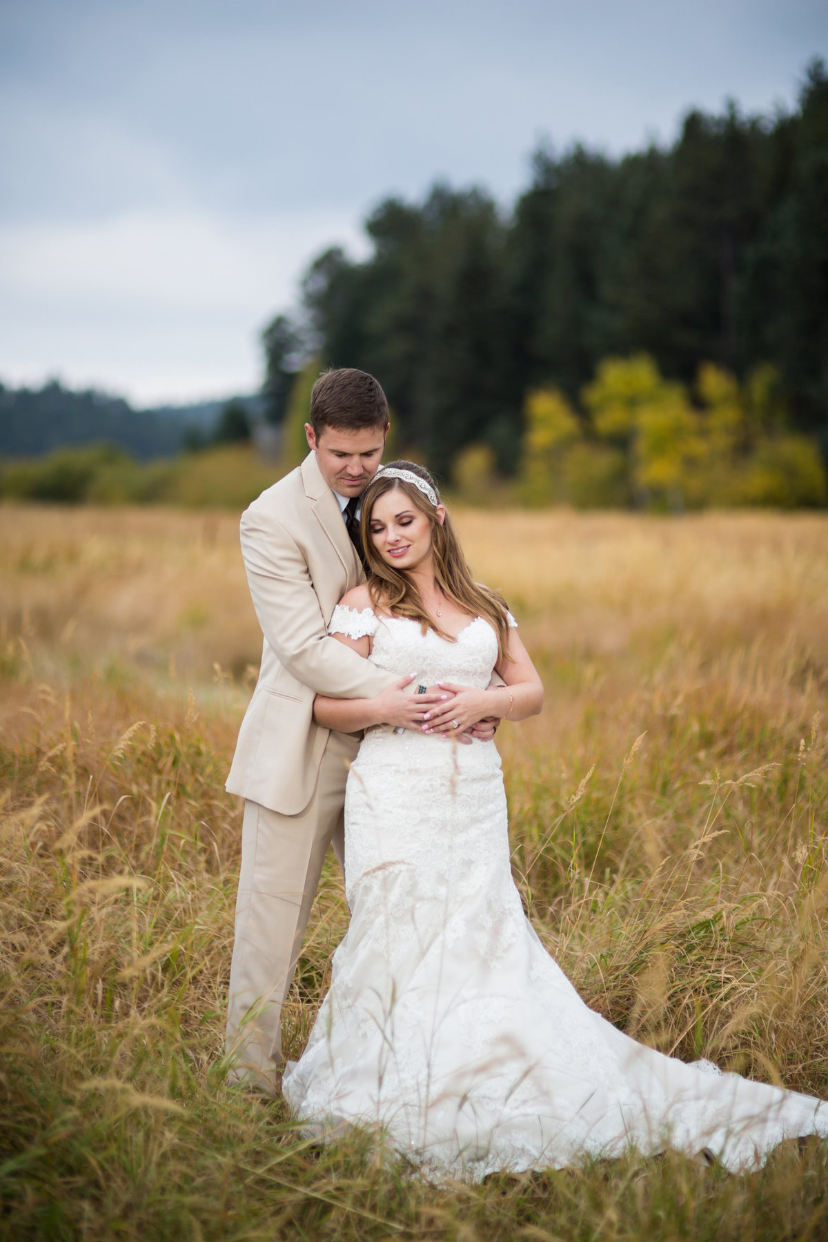 bride and groom with fall colors pine colorado