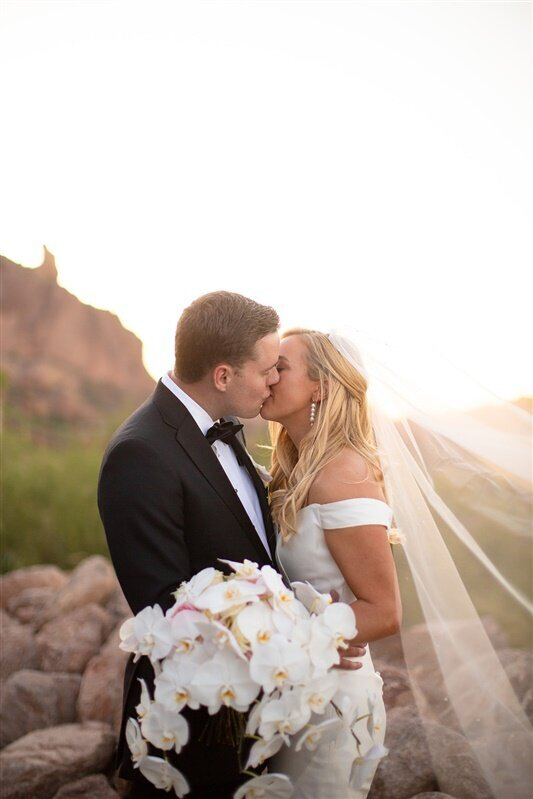 sanctuary-camelback-resort-wedding-bride-and-groom-2