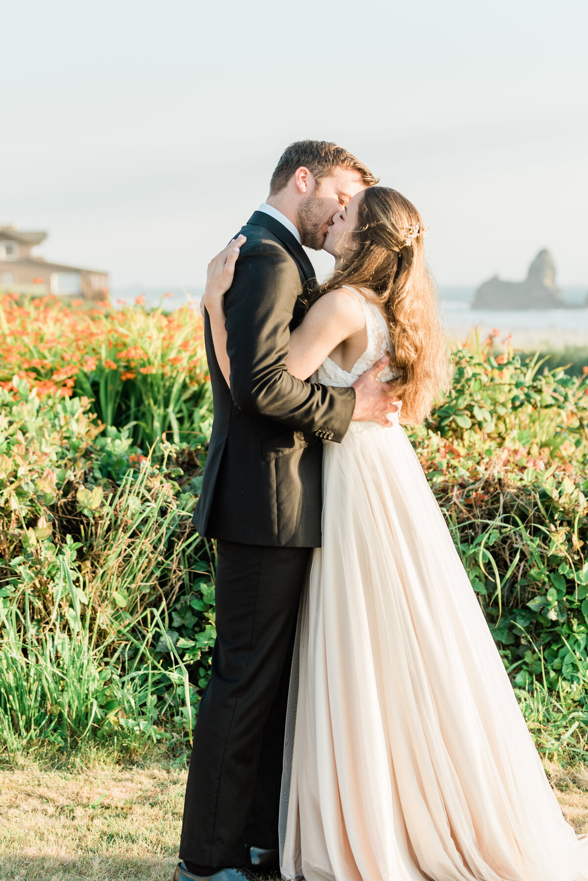 Cannon-Beach-Elopement-Photographer-25