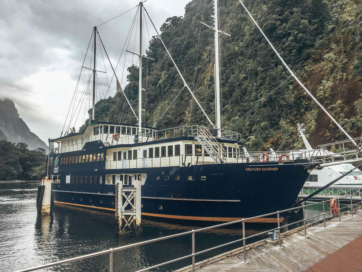 bucket-list-milford-mariner-overnight-cruise-new-zealand-milford-sound