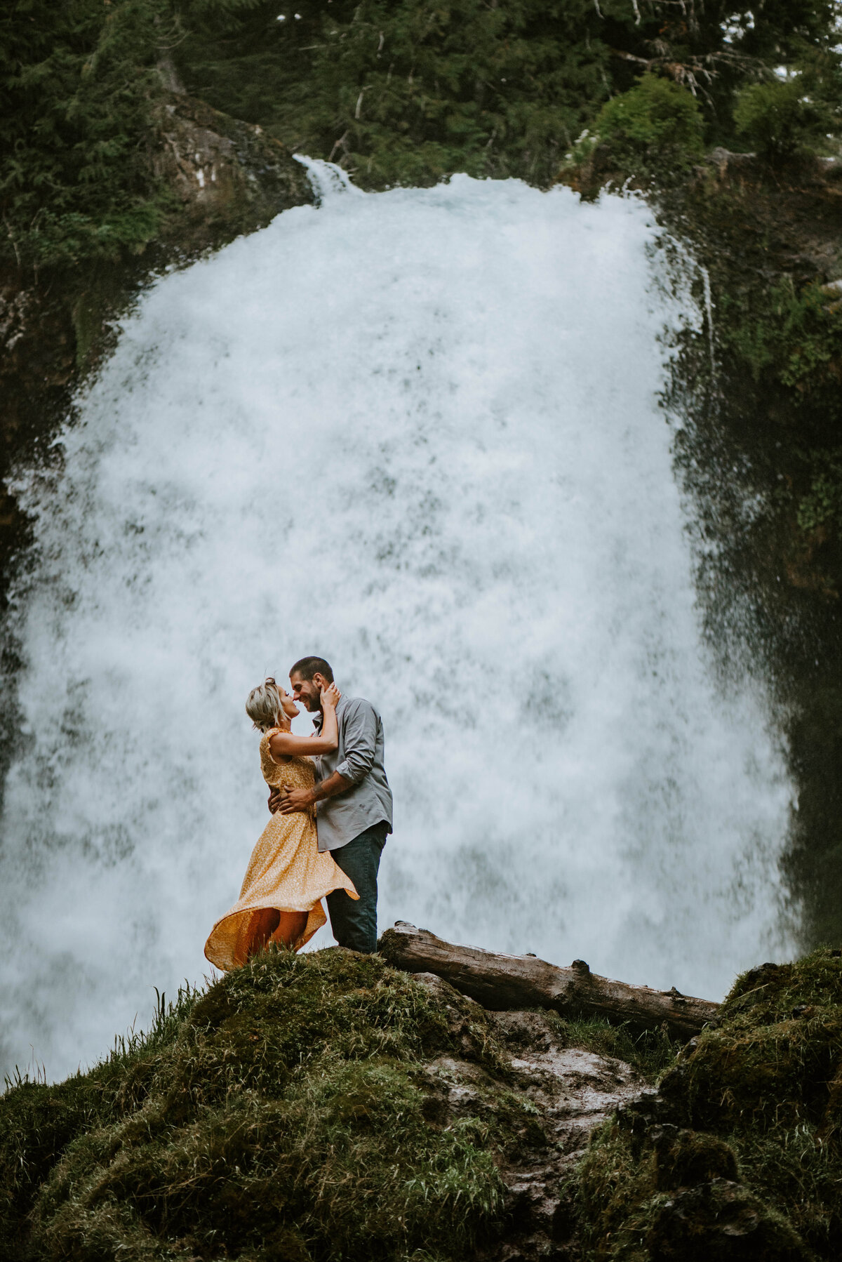 sahalie-falls-oregon-engagement-elopement-photographer-central-waterfall-bend-forest-old-growth-7449
