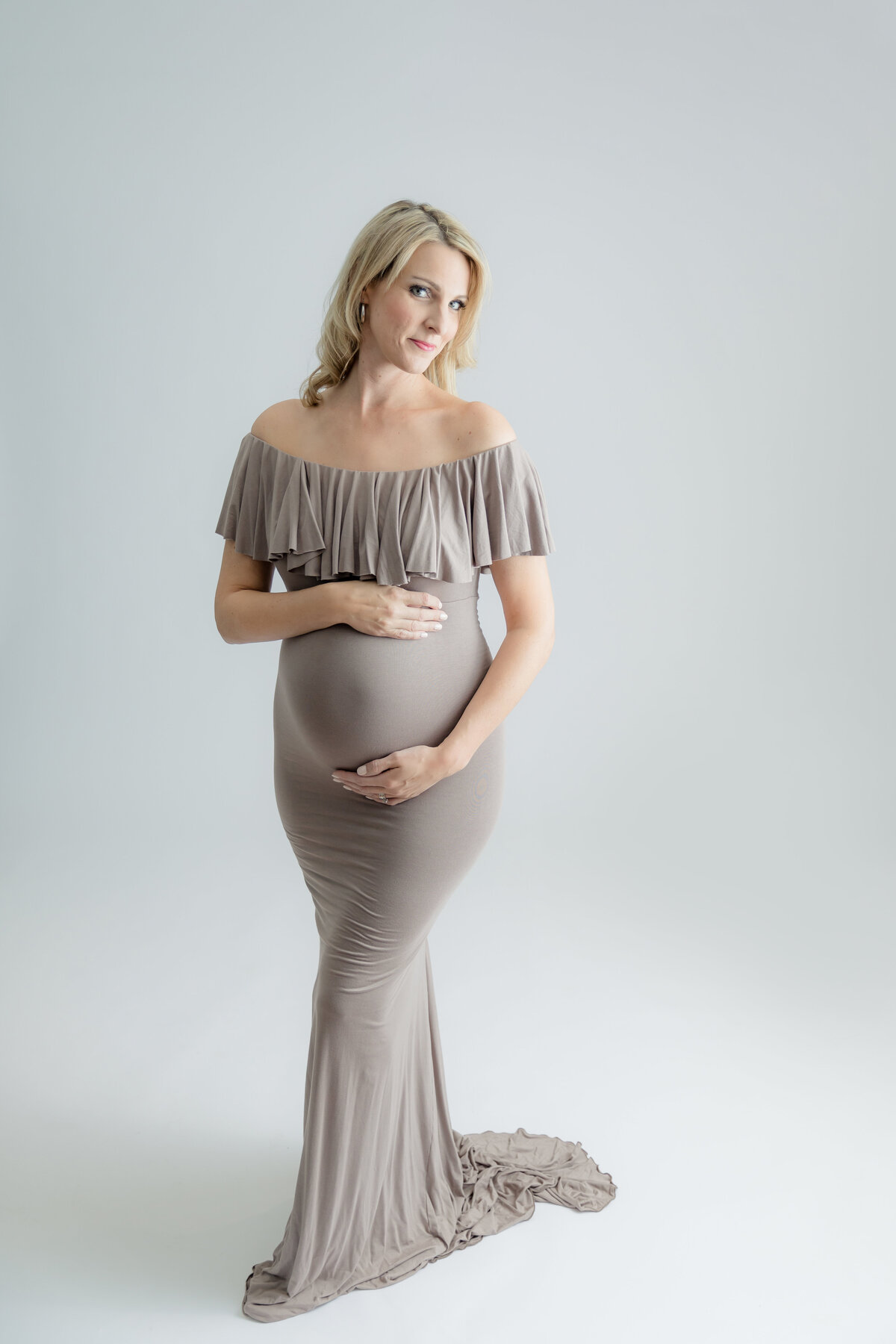 white-pink-studio-maternity-session-inspiration-grey-loft-studio-ottawa-40